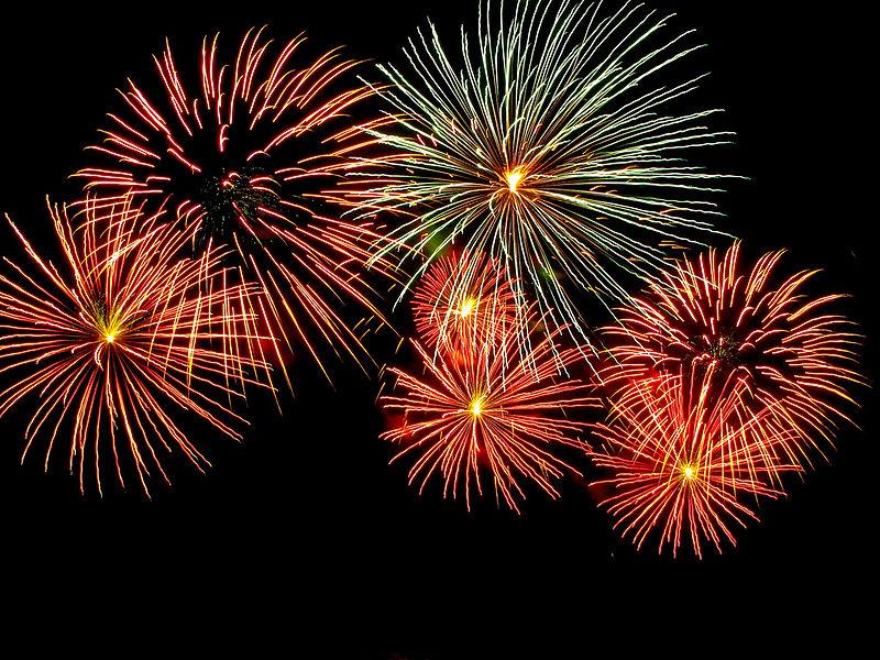 800px-Fireworks_-_Adelaide_Skyshow_2010